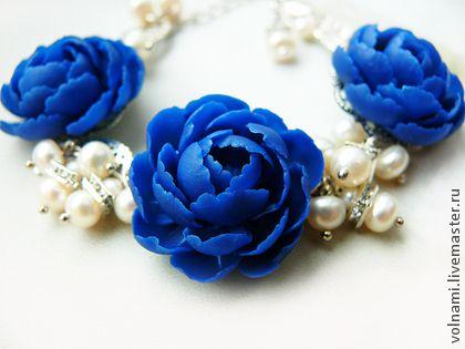 Наваждение - тёмно-синий,жемчуг,пионы,синие цветы,бусы,цветы из полимерной глины