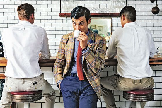 A Beginner's Guide to Italian Men's Style The Italian art of stylish nonchalance—slim suits, bare ankles and provocative color combinations—is steadily influencing American style. How you can mix and match like the best of them