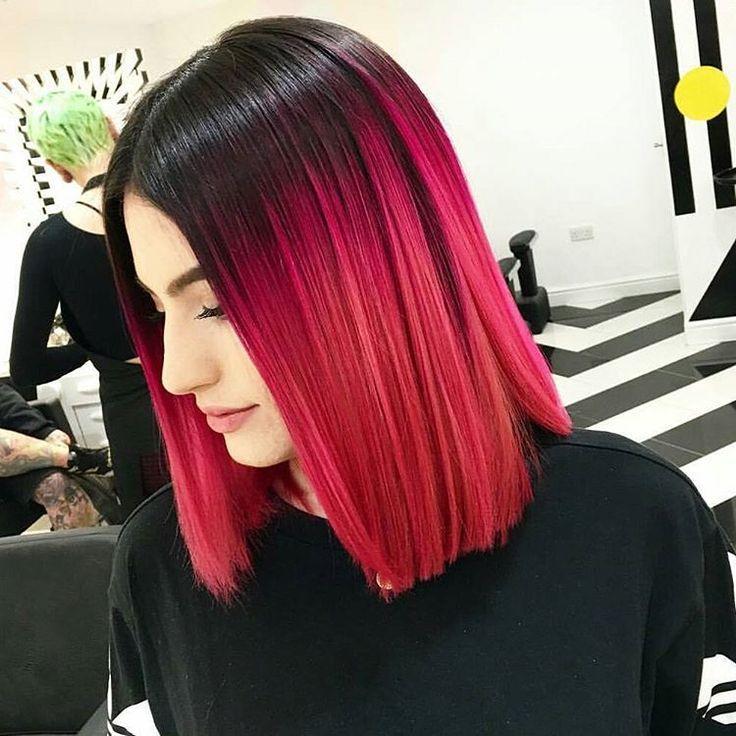 Corte bob aasimetrico con un color ombré en color rojo con negro