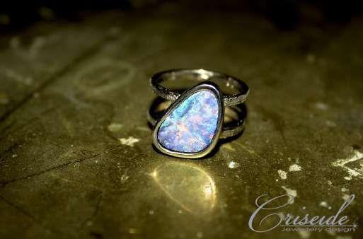 Anello in oro bianco 750 e opale.  Opal Ring White Gold