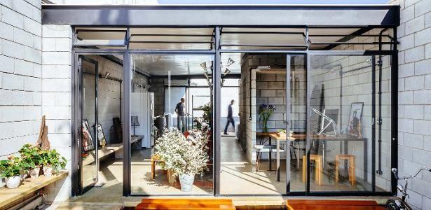 Nem só de mármore vive o luxo: casa-estúdio em SP abriga grandes festas ver rampa