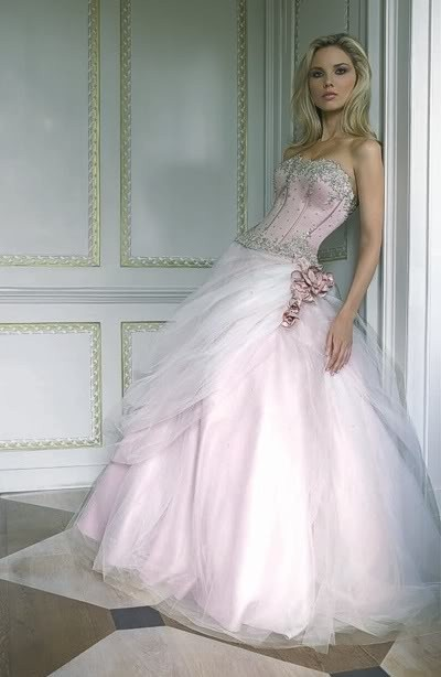 Zacht roze trouwjurk
