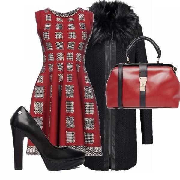 Outfit perfetto per il pranzo di Natale. Un vestito in perfetto stile natalizio, delle scarpe con plateau perfette per essere indossate per tutta la giornata, un cappottino con pelliccia, perché si sa a Natale fa freddo, e una borsa capiente per metterci dentro i regali!
