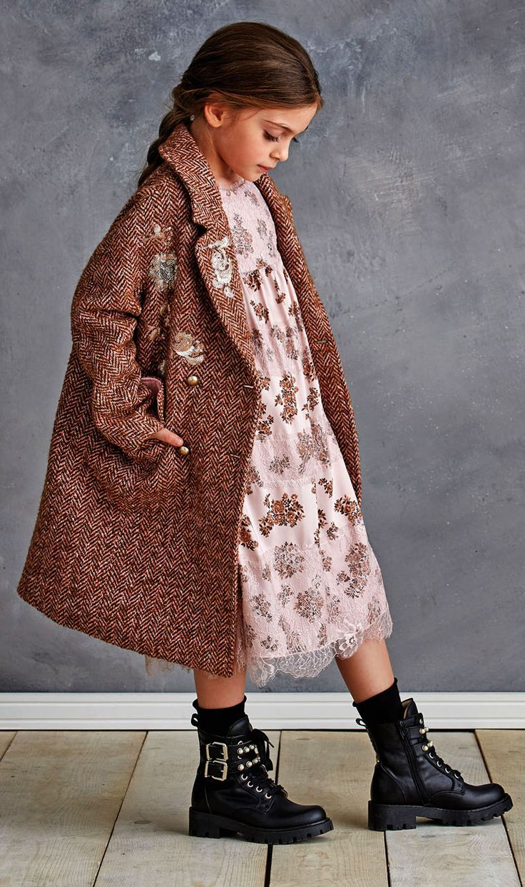 The Ermanno Scervino girl is an urban princess, who creates new trends with her dresses by creating an own rebellious, chic and glamourous style, being herself: uninhibited.