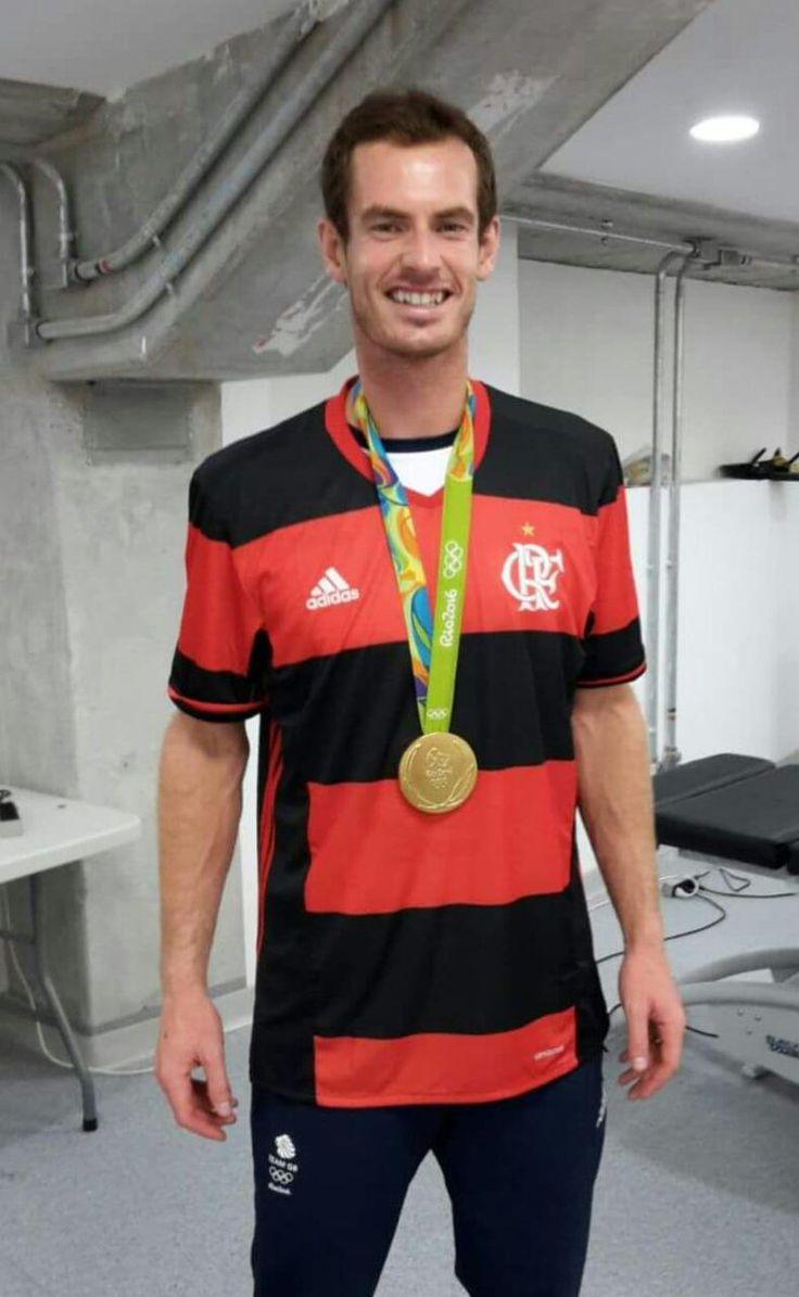 Com medalha de ouro, Murray veste camisa do Flamengo após bi olímpico…