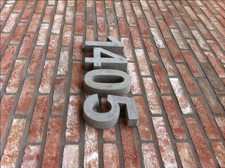 Betonnen huisnummers. Standaard huisnummers van beton verkrijgbaar