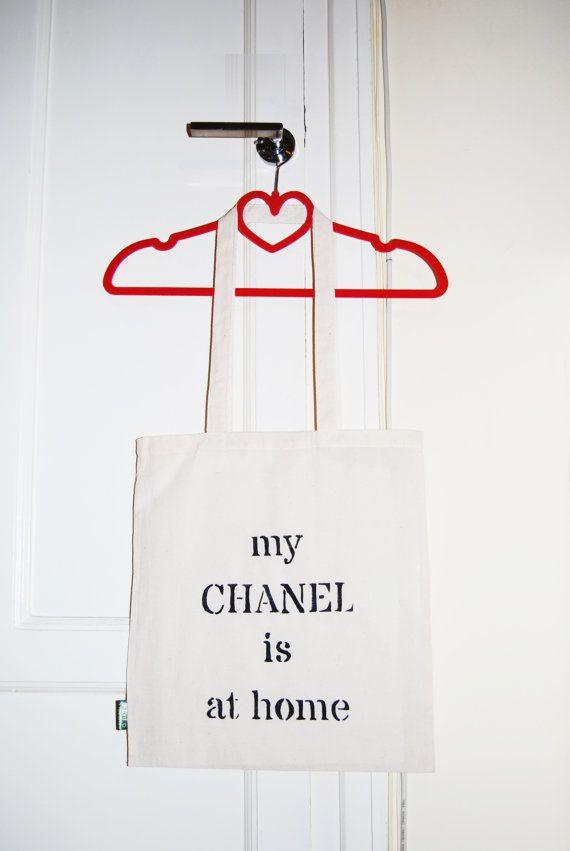 My Chanel is at Home. Tote bag de algodón ecológico con quote divertida. Para morirse de bonita!