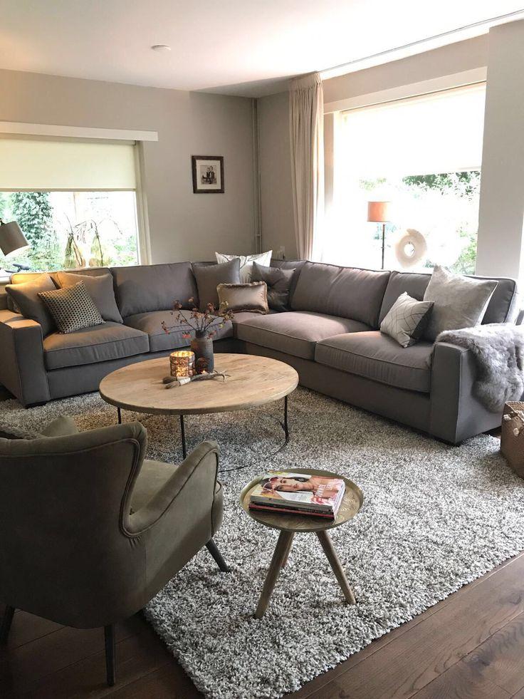 Houten vloer-grijze zetel? (geen fan van de stijl)