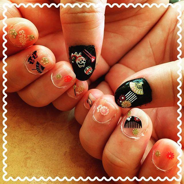 和柄のネイルにチャレンジしてみました~💅 #nails #nailart #nailsdesign  #shortnails #japanesenail #japanesenailart #japanesepattern  #challenge  #ネイル #ネイルアート #ネイルデザイン #セルフネイル #セルフネイル部  #ショートネイル #ショートネイル部  #和柄 #和柄ネイル #チャレンジ  #100均ネイル #ネイルシール  #ダイソー #キャンドゥ