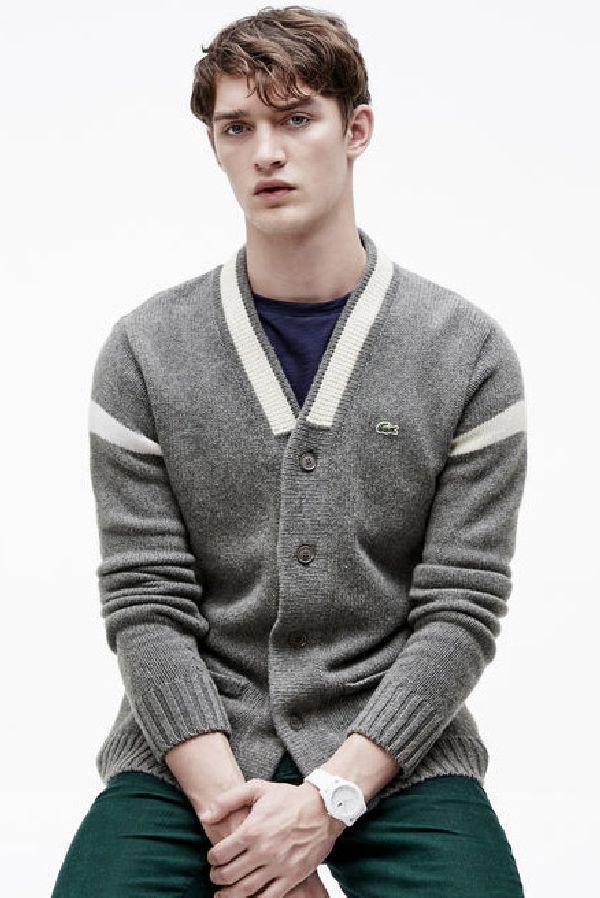 Dit grijze fijne vest van Lacoste is nu met 40% afgeprijsd. Je vindt 'm op Aldoor! #mode #mannen #heren #kleding #vest #grijs #uitverkoop #men #fashion #grey #vest #sale