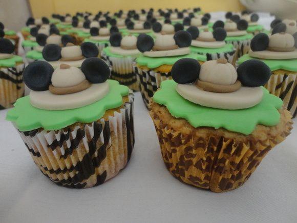 """Cupcakes para festa """"Mickey Safári""""  Cobertura e decoração em pasta americana Vários sabores"""