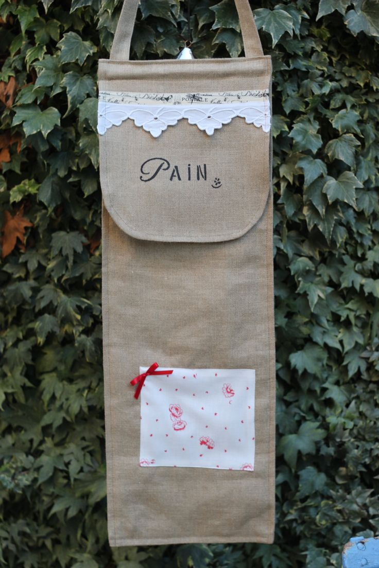 sac a pain en lin naturel, feston, tissu ancien, appliqué tissu ancien, noeud satin rouge de la boutique atelierdeugenie sur Etsy