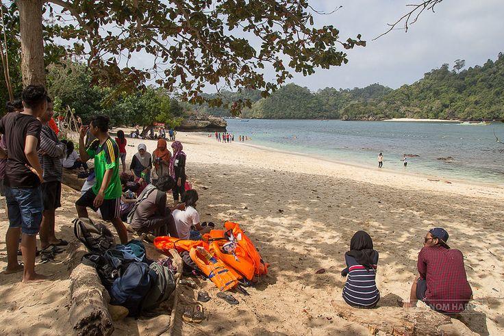 Pantai Tiga Warna – Aquascape Alami di Malang Raya