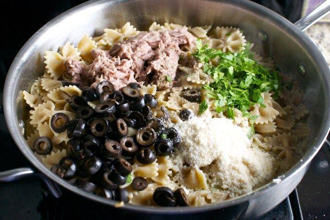 Σας δίνω μια από τις καλύτερες συνταγές για μακαρόνια με τόνο. Απόλυτα γευστικά.