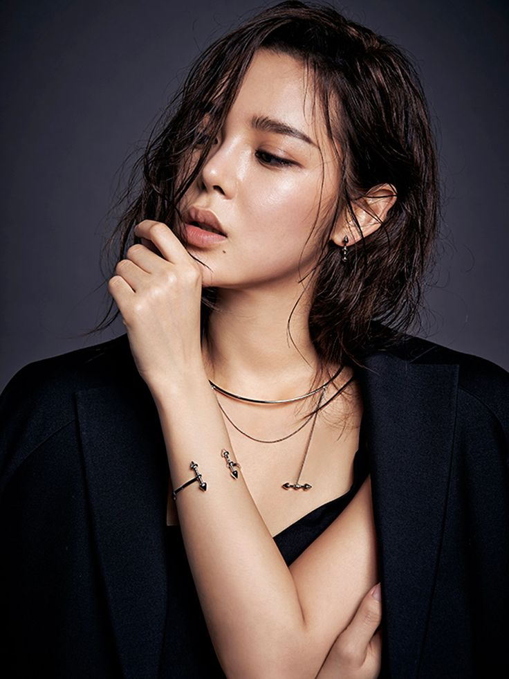Park Si Yeon - MZUU (2016)