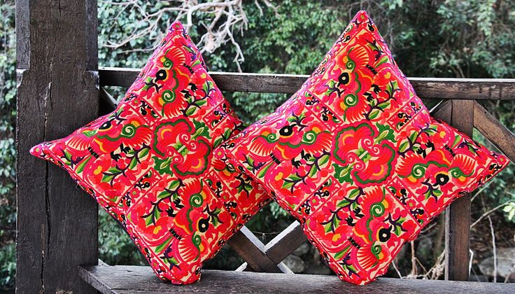 Cojines Bordados Tailandia ✤ $13.990 - Código: AC027-5 ✤ Embroidered Cushions ✤ FanPage: Morenaa ✤✤✤ Instagram: morenaa_ltda_chile #morenaa #lomejordecadalugar