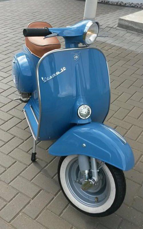 Vespa 50 L: RAL 5023 Fernblau.Classic Car Art&Design @classic_car_art #ClassicCarArtDesign
