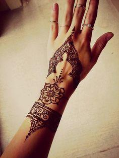 Le henné pour ma main