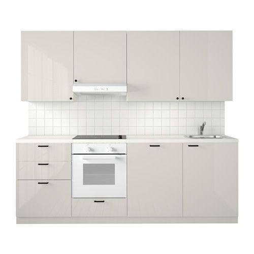 METOD Kuchyně IKEA Zásuvka MAXIMERA se hladce a plně vysouvá, má vestavěné tlumiče, které se postarají o její pomalé, jemné a tiché dovření.