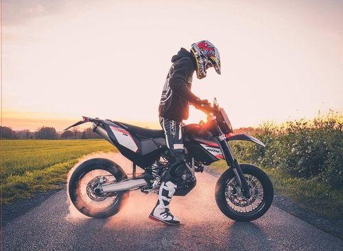 guy, Hot, and motorbike Bild