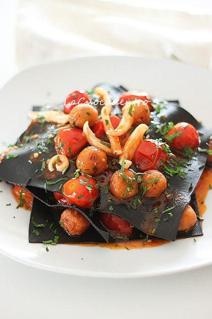 Lasagne al nero di seppia con polpettine   di melanzane