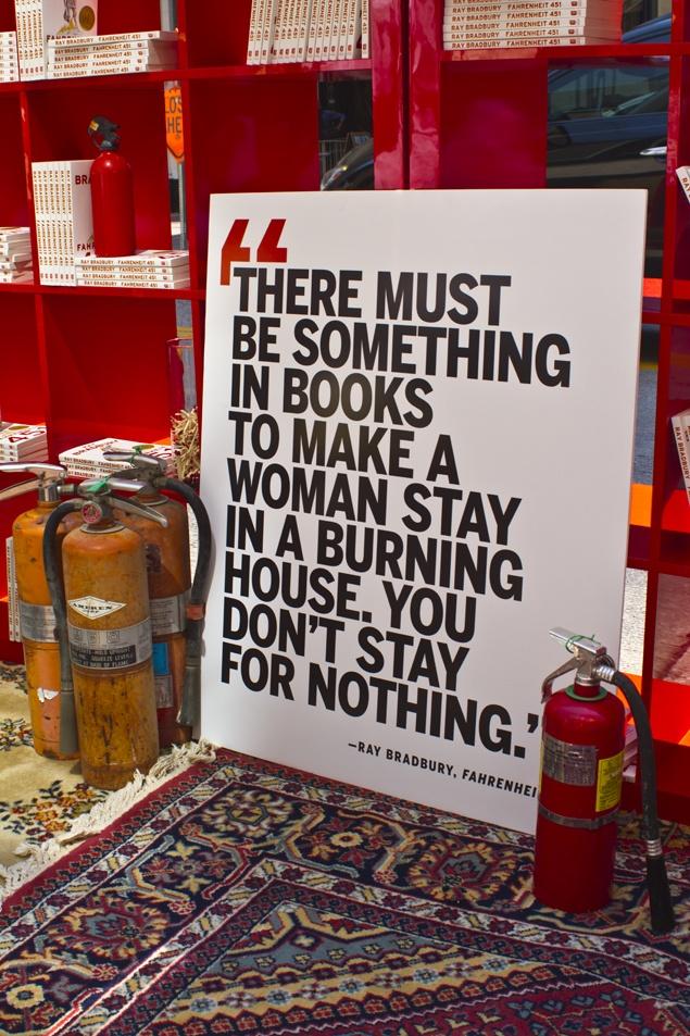 Soy la mujer que se queda con sus libros y arde viva con ellos