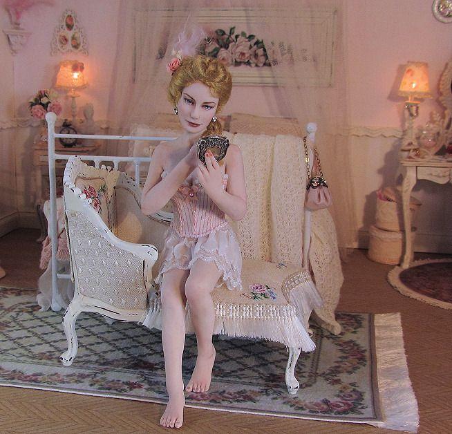 OOAK sculpted miniature lady, 12th scale for dollhouse. By Annemarie Kwikkel