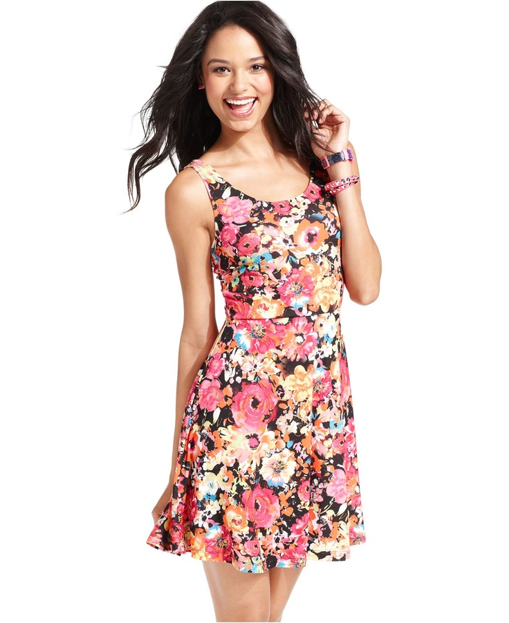 Florals and prints are so hot this season! Rock this trend with a cute, affordable printed dress from humorrmundiall.ga