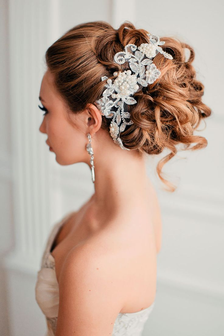 Perfect Messy Curls | Feminine Bridal Hair http://www.pinterest.com/modestbride/