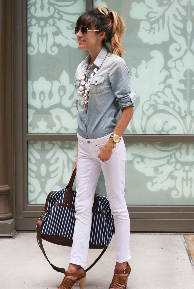 denim/whiteFashion, White Denim, Style, Chambray Shirts, Outfit, Denim Shirts, White Pants, Spring Summe, White Jeans