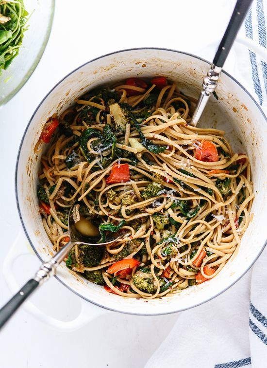 Spinach Pasta with Roasted Broccoli & Bell Pepper // Cookie + Kate