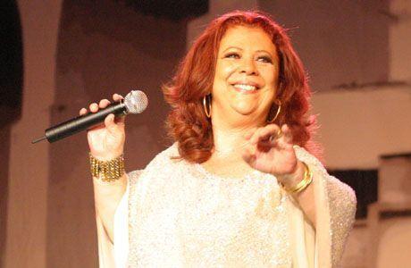 """Beth Carvalho é a sambista de maior prestígio e popularidade do Brasil. Tida como Rainha do Samba, começou a se envolver com música ainda na infância. Quando criança aprendeu a dedilhar o violão e levava o instrumento para a escola. Divertia-se também quando tocava música para os amigos, isso a fazia gostar mais da escola,...<br /><a class=""""more-link"""" href=""""https://catracalivre.com.br/geral/educacao-3/indicacao/beth-carvalho-tocava-violao-para-os-amigos/"""">Continue lendo »</a>"""