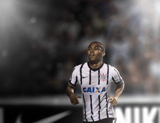 Elias, jogador do Corinthians, com uniforme produzido pela Nike (Foto: Divulgação)