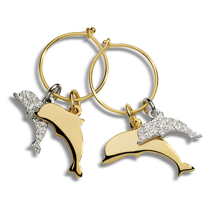 Dolphins are swimming your way! The charms come in yellow gold and in white diamonds both set on yellow gold Dodo earrings.