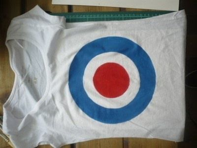 How to paint a t-shirt. My Version Of Classic Tank Girl Shirt - Step 6