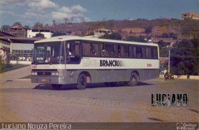 Ônibus da empresa Viação Águia Branca, carro 5160, carroceria Marcopolo Viaggio G4 800, chassi Mercedes-Benz LPO-1113. Foto na cidade de Conselheiro Pena-MG por Luciano Nouza Pereira , publicada em 05/09/2017 21:10:40.