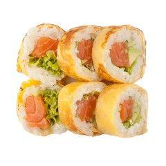 Philadelphia Futomaki w omlecie  Łosoś, awokado, ogórek, sałata, serek Philadelphia   #77 Sushi