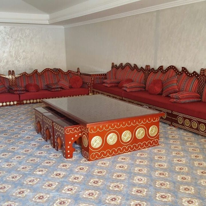 البيت المغربي للديكور يرحب بكم مفروشات مغربية فالامارات صالون مغربي اصيل 0568668578 تنفيد جميع اعمال الديكور اضغط لايك