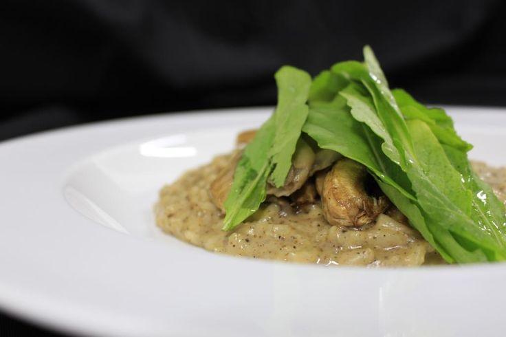 ::Risotto de hongos trufados:: Clásica preparación italiana, hecha con variedad de hongos y aceite de trufa negra.