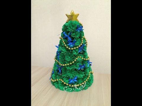 Что подарить на Новый год и Рождество? Елка из гофрированной бумаги и конфет. - YouTube