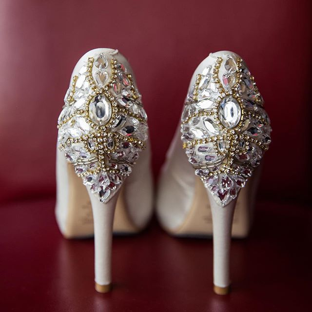 Jewelled shoes for our bride  #gmphotographics #weddingheels #luxurywedding #sydneyphotographer #sydneyweddingphotography #love #weddedwonderland #grahammonro #professionalweddingphotography