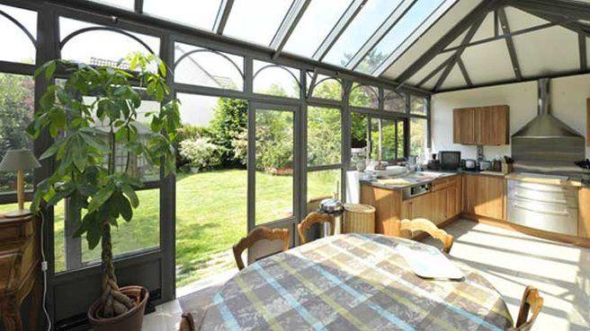 10 idées pour aménager une véranda // http://www.deco.fr/diaporama/photo-idees-pour-amenager-une-veranda-49161/veranda-cuisine-694949/