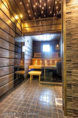 Brown bathroom / Ruskea kylpyhuone