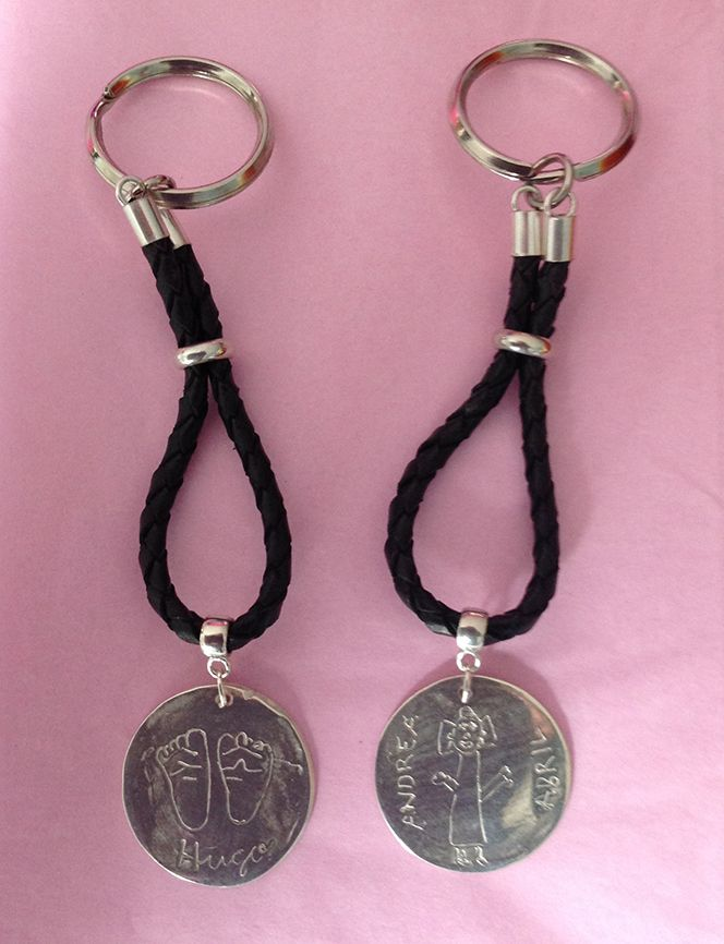 Llaveros en plata de ley 925 con trenzado de cuero negro. Personalizados con el dibujo de hecho por un niño. #Regalos #Joyas #Personalizado #Artesano #Midibu4U