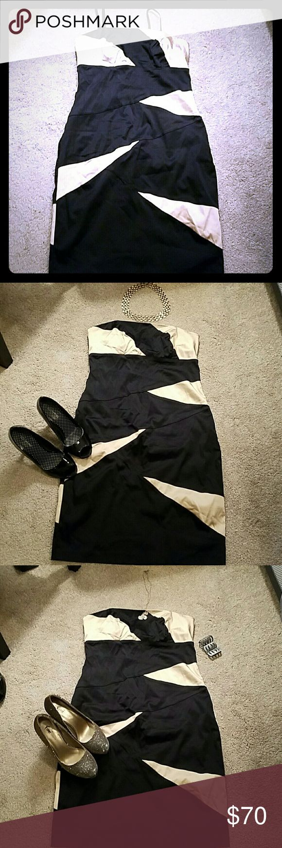 EUC Black and Gold bodycon dress Gorgeous dress with back zipper and detachable straps roulette  Dresses Strapless