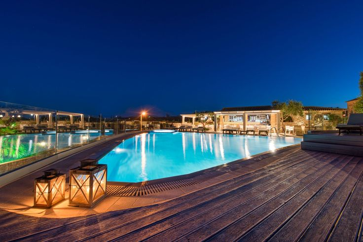 #Romance by the #pool... #PaliokalivaVillage