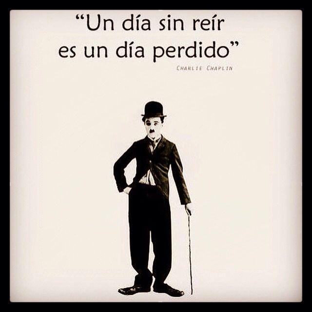 No es una norma ortográfica pero si puede ser una norma de vida. Hay que reírnos sobretodo de uno mismo... Que grande fue Chaplin...