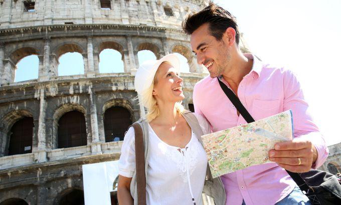 Rome: De stad heeft veel oude gebouwen, gezellige straatjes, pleintjes, kerken, kathedralen en beelden. Het land staat bekend om zijn voortreffelijke eten, heerlijke klimaat en sociale inwoners.
