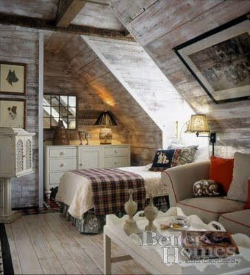 This is a very cool wood look on the walls and ceiling for Carter's room.  I know how to create the rustic look on the wood now.  Thanks to Christopher Lowell.