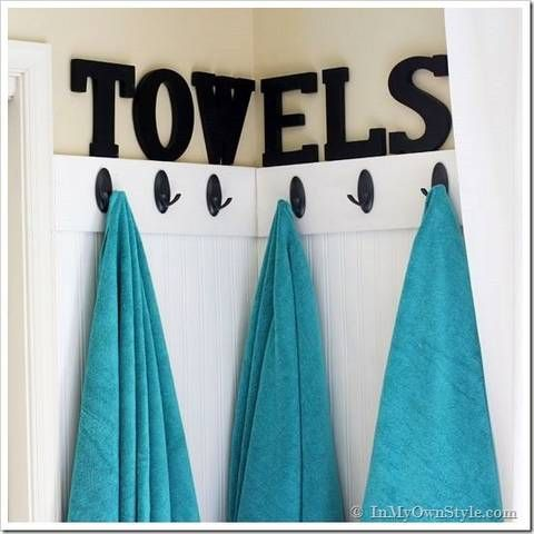 Read these organizing tips and organizing ideas for your home using command hook hacks for various uses on Domino. These command hook ideas will transform the way you organize your kitchen.